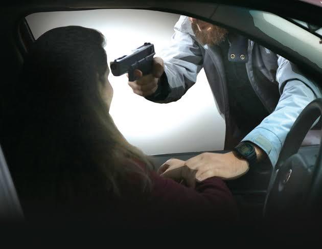 Bandidos armados tomam veículo de assalto em Criciúma