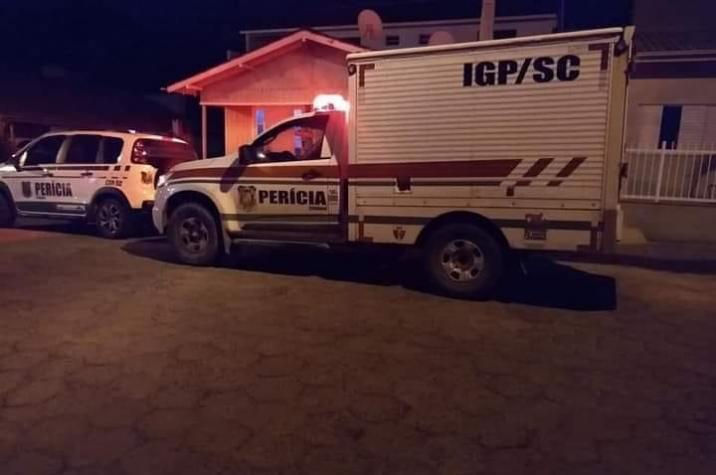 Em andamento: mulher enterra bebê no fundo de sua residência em Braço do Norte