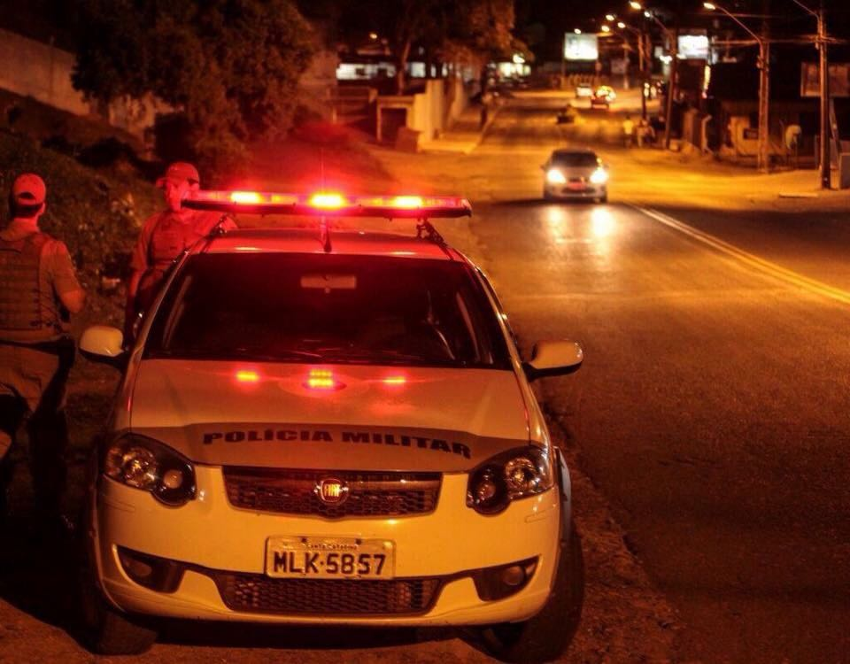 Criminosos roubam veículo em Criciúma