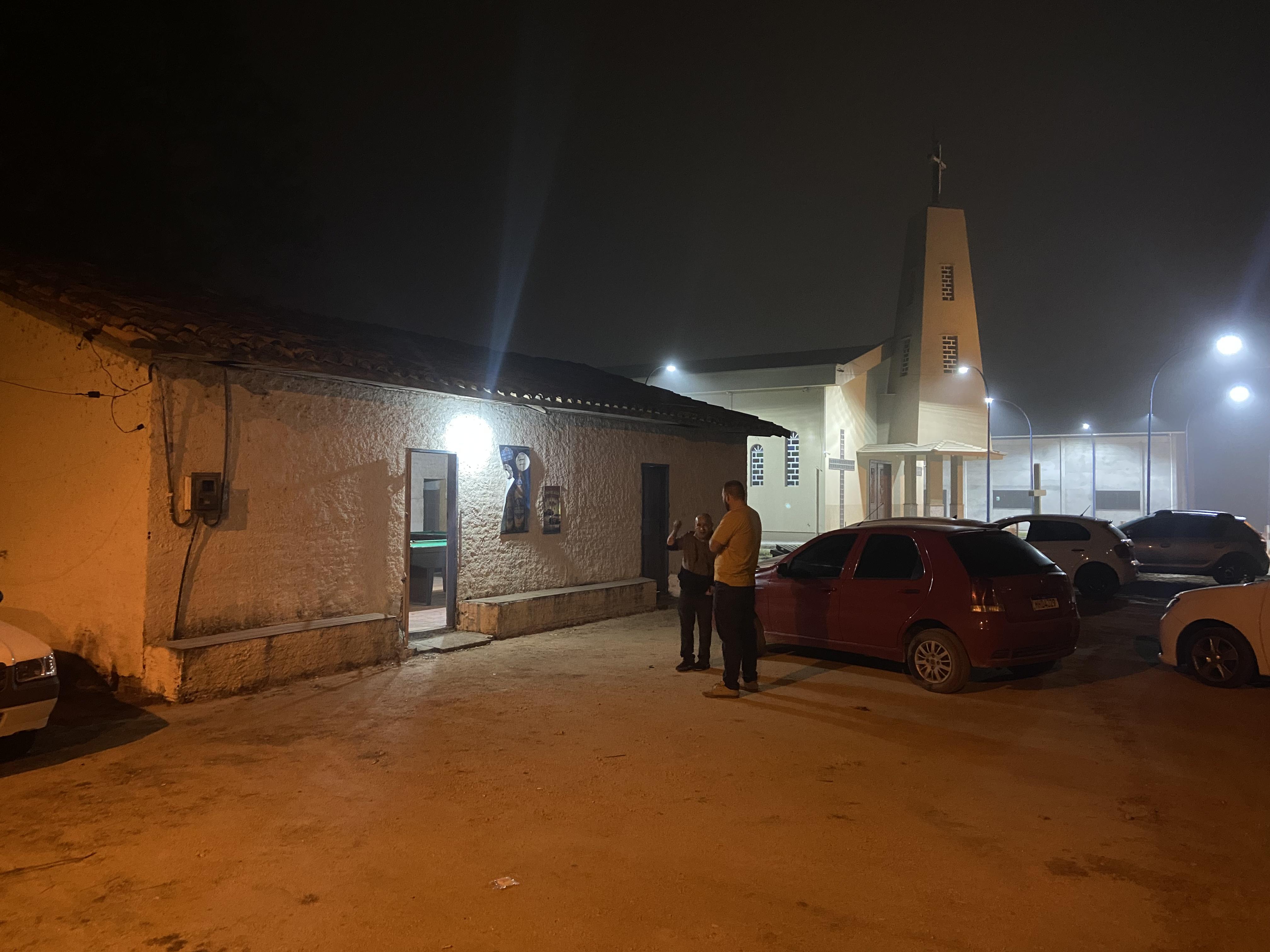 Bandidos armados invadem bar, ferem vítimas e roubam veículo em Içara