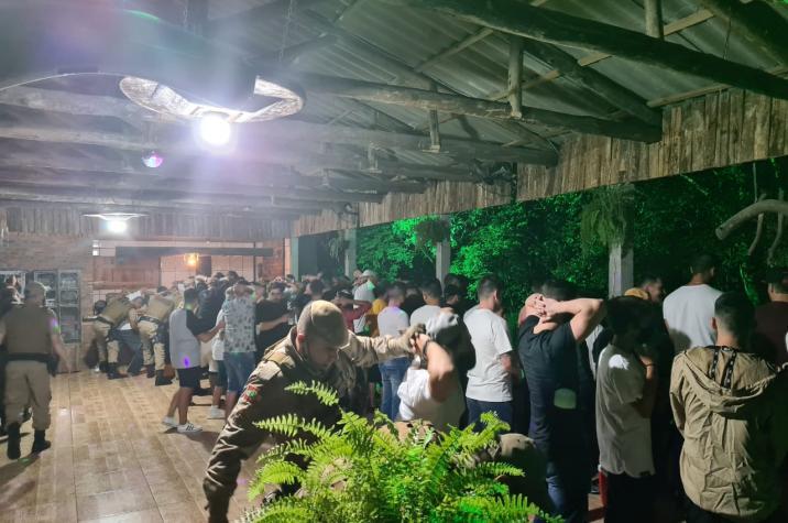 Polícia Militar encerra festa clandestina em Forquilhinha