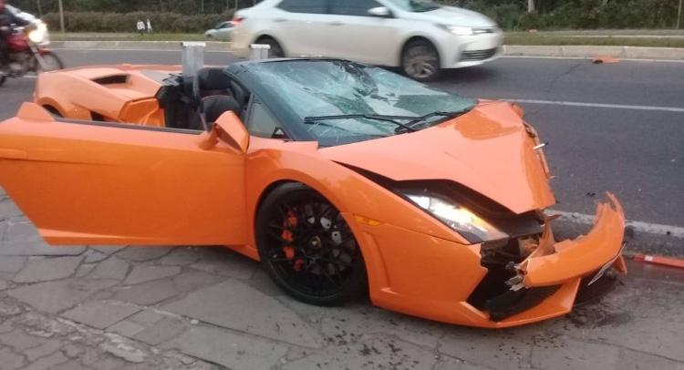 Turista se envolve em acidente com carro de luxo alugado em Gramado