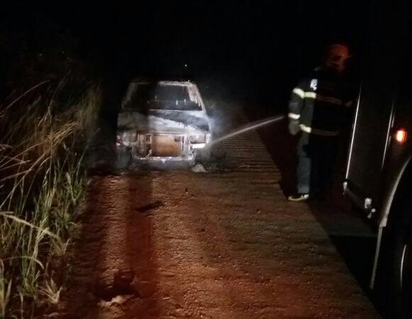 Veículo com registro de furto é incendiado em Içara