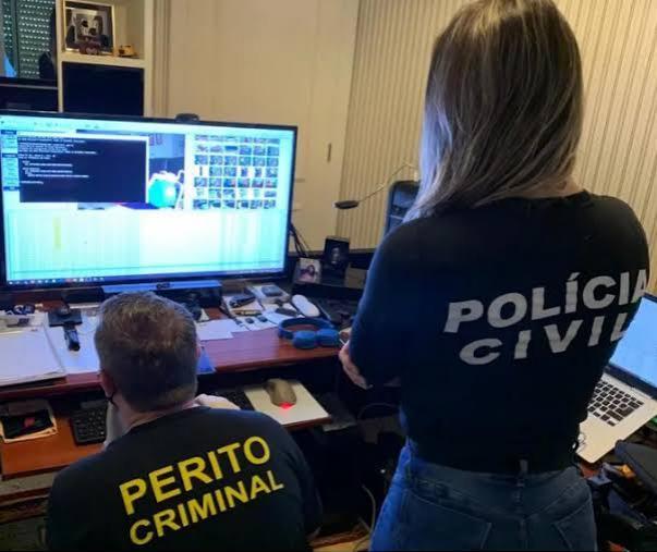 Polícia Civil prende homem com arquivos de pornografia infantil no computador em Criciúma