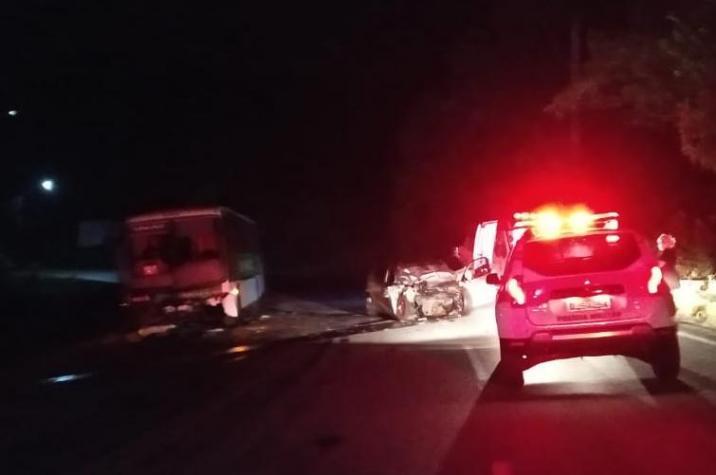 Acidente entre carro e ônibus tira vida de homem na Vila São Jorge