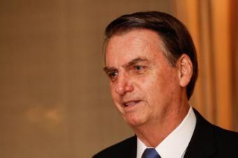 Bolsonaro muda de estratégia sobre flexibilização de armas