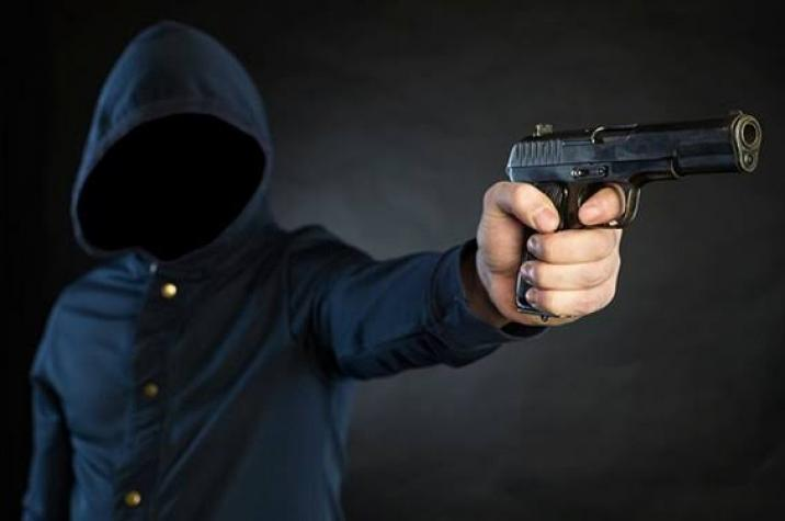 Criminosos armados rendem vítima e roubam BMW em Criciúma