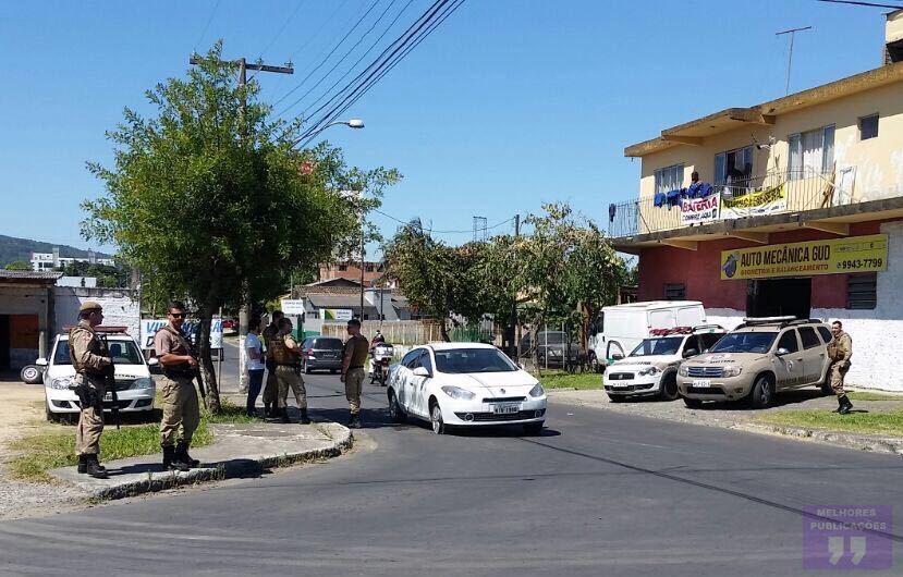 POLÍCIA MILITAR PRENDE ASSALTANTE