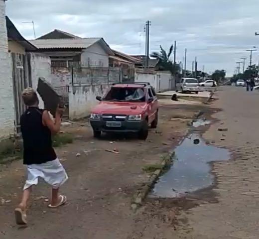 CRIMINOSOS EM CRICIÚMA DEPREDAM CARRO DE VIGILANTE