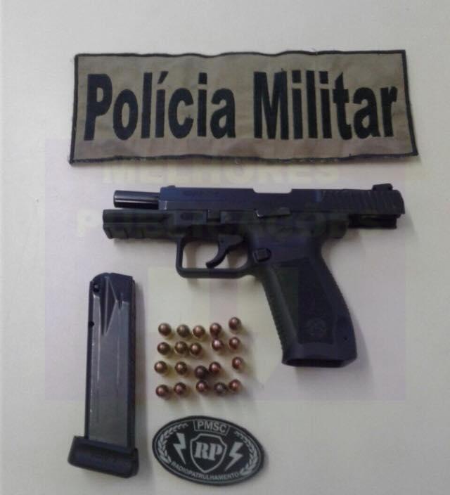 Adolescente é apreendido com arma de fogo