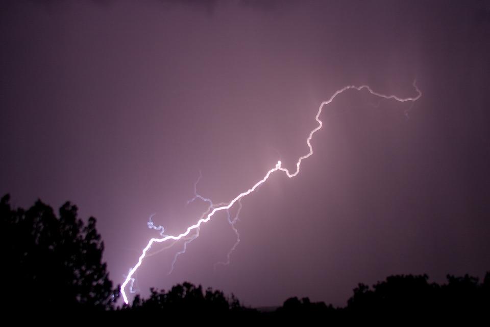 Homem morre após ser atingido por raio em Criciúma