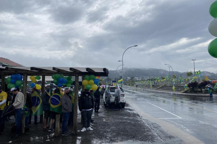 Manifestantes vão às ruas de Criciúma em apoio ao presidente Jair Bolsonaro