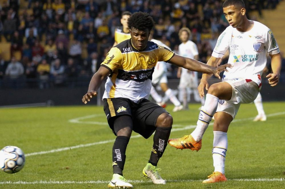 Sandro destaca treinos fortes no Criciúma e valoriza entrosamento da linha defensiva