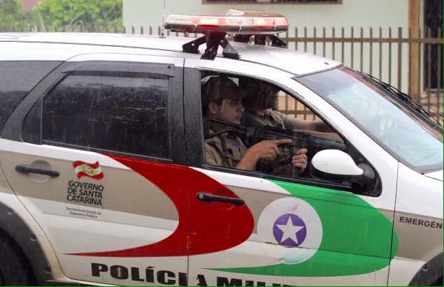 Criminoso rende vítima e toma veículo de assalto em Criciúma