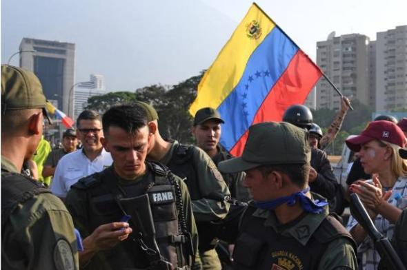 Guaidó diz que tem apoio dos militares e convoca venezuelanos às ruas
