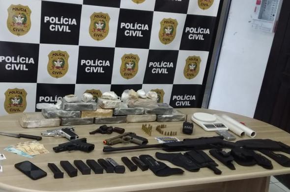 Polícia Civil prende criminoso e apreende drogas e armas em Criciúma