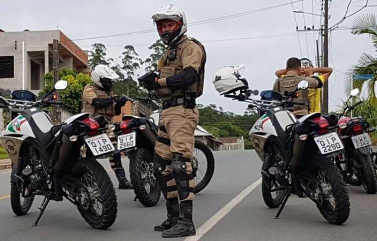 Bandidos assaltam farmácia em Criciúma