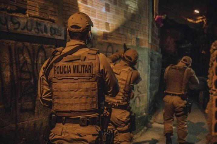 Criminosos armados sequestram vítimas e roubam veículo em Criciúma
