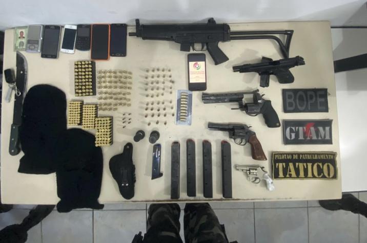 PM apreende armas de fogo e prende cinco bandidos de facção criminosa
