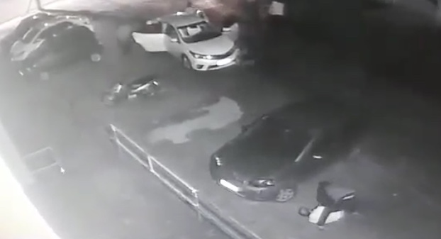 Assaltantes rendem vítimas e roubam veículo em Criciúma