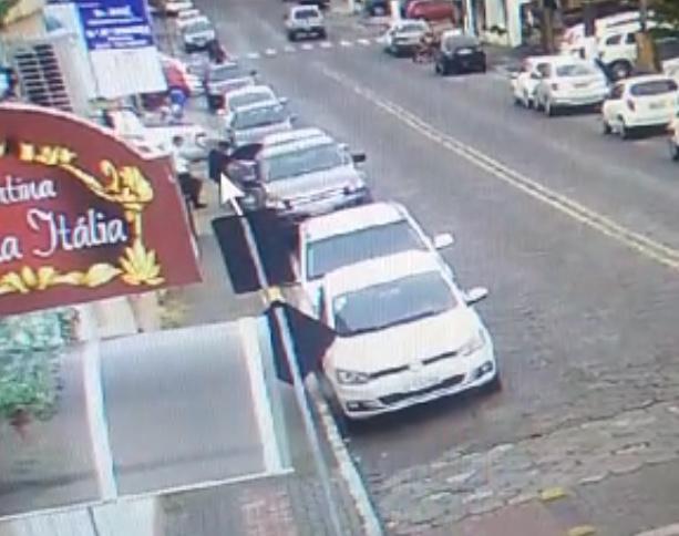 Bandidos assaltam relojoaria em Nova Veneza