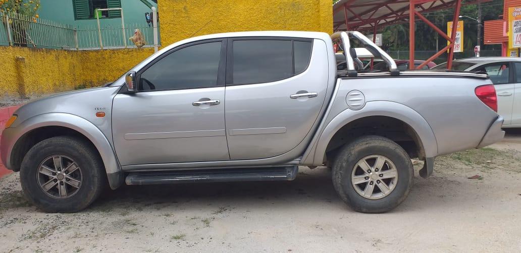 Bandidos são presos e caminhonete roubada é recuperada em Criciúma