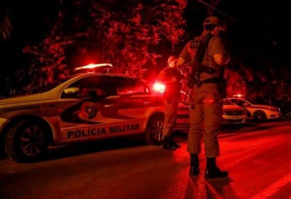 Assaltantes roubam caminhoneta no centro de Criciúma