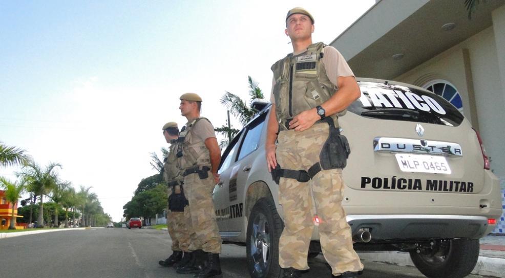Criminosos armados tomam veículo de assalto em Criciúma