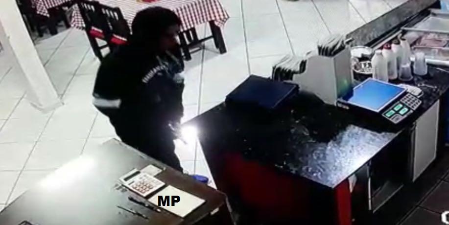Bandido armado assalta lanchonete em Criciúma
