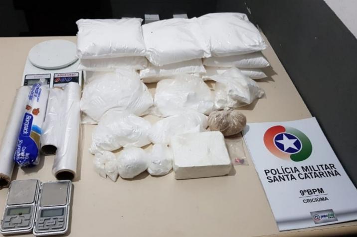 Polícia Militar prende traficantes e apreende 800g de cocaína em Criciúma