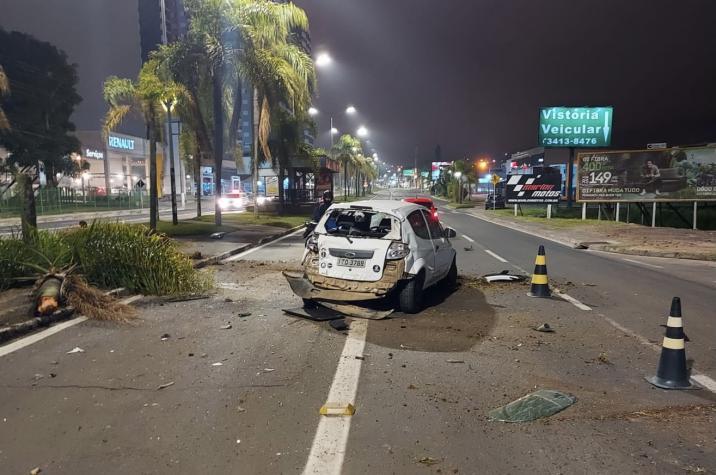 Capotamento na Avenida Centenário deixa mulher ferida em Criciúma