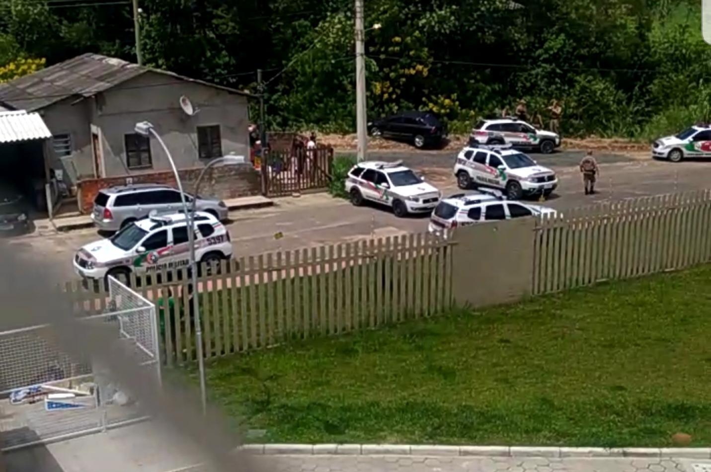 Após troca de tiros com a Polícia Militar bandidos são alvejados em Criciúma