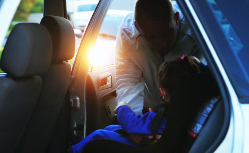 Mulher utilizando caminhoneta tenta raptar criança