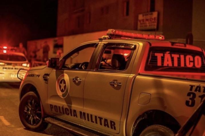 Assalto em andamento: bandidos armados rendem vítima e roubam caminhonete no Morro Estevão