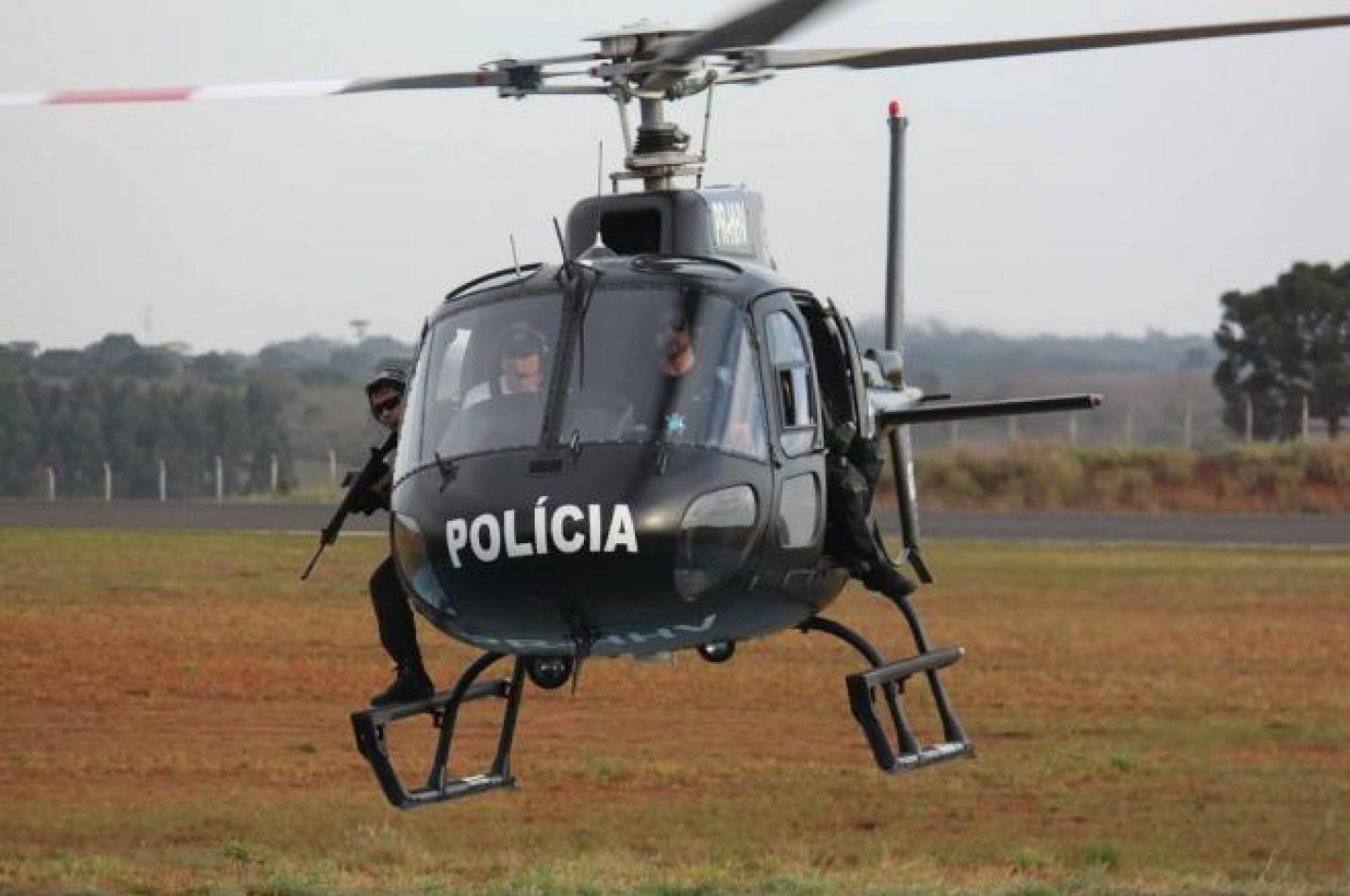 Assaltantes armados invadem residência, rendem vítimas e roubam veículo em Criciúma