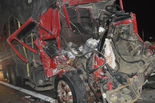 Acidente gravíssimo deixa duas pessoas mortas na BR-101