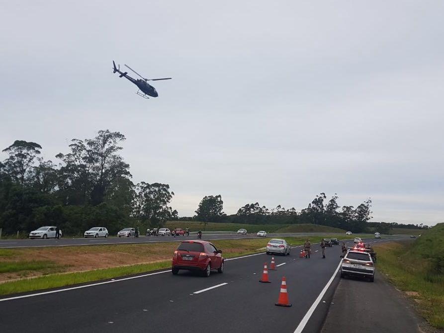Operação policial é realizada na Via Rápida