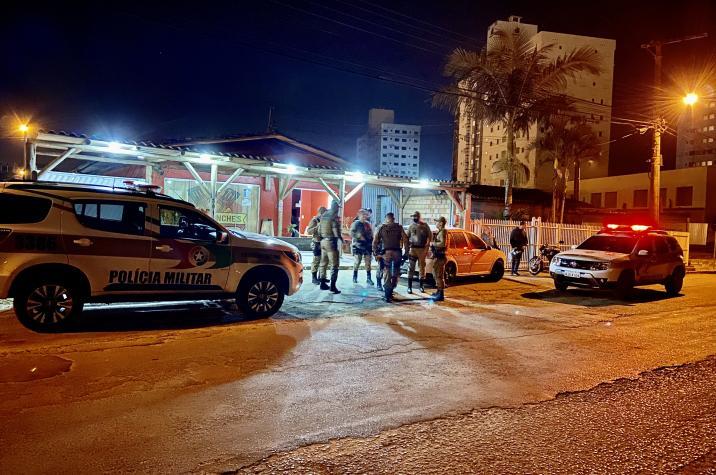 Bandido invade lanchonete para roubar e acaba morto em Criciúma