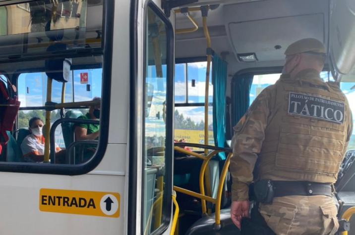 Em Criciúma: por causa do Covid-19, comandante da PM local determina abordagem a ônibus