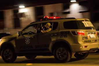 Mulher é sequestrada e tem veículo roubado por assaltantes armados em Criciúma