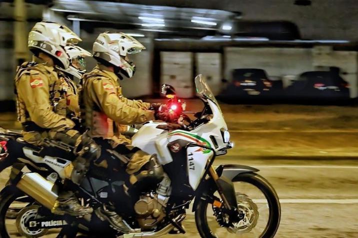 Assaltantes invadem residência, rendem vitimas e roubam caminhonete em Içara
