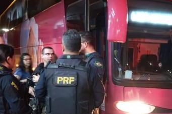 Bandidos fortemente armados assaltam ônibus de Criciúma que viajava para SP