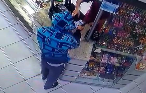 Bandidos roubam padaria e farmácia em Criciúma