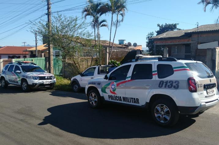 Polícia Militar recupera veículo furtado e prende criminosos em Criciúma