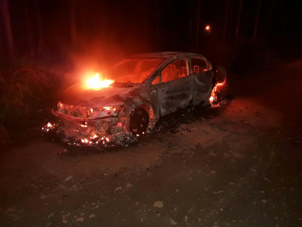 Veículo é incendiado em Criciúma