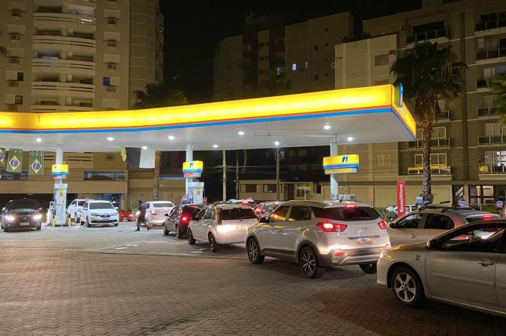 Com medo de nova greve dos caminhoneiros, motoristas formam filas para abastecer em Criciúma