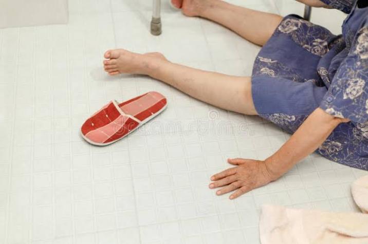 Mulher morre após cair no banheiro e bater a cabeça na parede em Criciúma
