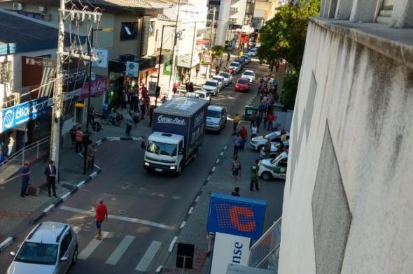 Mulher tira a própria vida ao pular de edifício em Criciúma