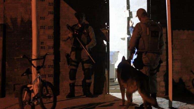Noite de terça-feira marcada por roubo de Hilux e assalto a residência