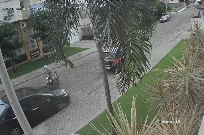 Assaltante tenta roubar bolsa e atira em direção a cabeça da vítima no bairro Michel em Criciúma